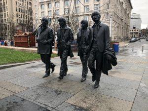 ピアヘッドに設置されたビートルズの像