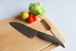 包丁とまな板と野菜