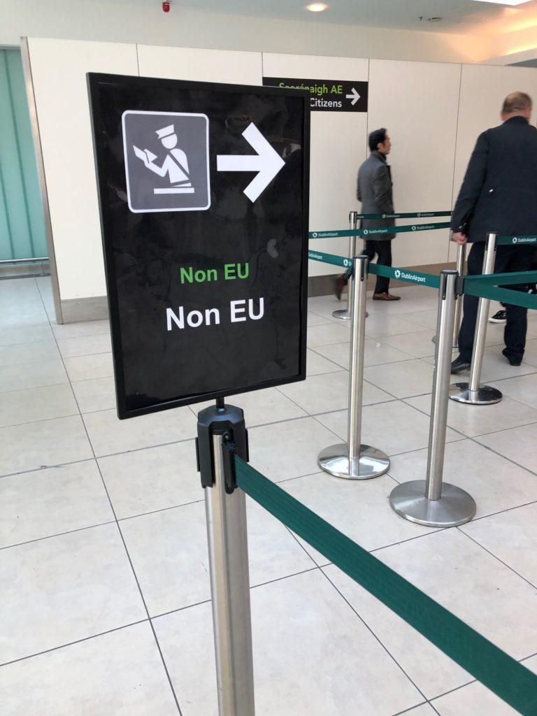 ダブリン空港 Non EUの看板