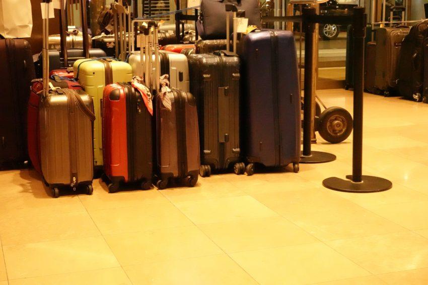 並べられたスーツケース